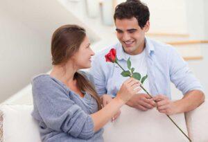Дарите ей цветы, пойте песни, пишите стихи или делайте все, что хотите, чтобы снова добиться ее расположения. Дайте ей знать о степени вашей любви