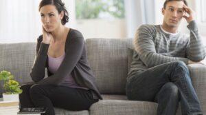Джон и Джули Готтманы провели самое обширное исследование брака и того, что предсказывает развод. Они открыли четыре основных предсказателя развода, которых назвали «Четыре всадника Апокалипсиса»