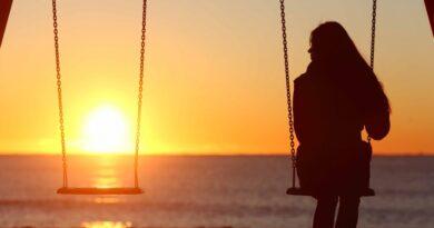 Есть скрытые причины, по которым человек сам мешает своей любви. Человеческие страхи обычно бессознательны. Ядовитый стыд – главный виновник этих страхов, саботирующих любовь, и он принимает множество форм.