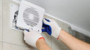 Прежде чем покупать вентилятор для душа, проверьте этикетку, чтобы убедиться, что он имеет соответствующую степень защиты и заземление, которые защищают от поражения электрическим током