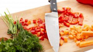 Хотя чистка разрезание и измельчение, а затем приготовление пищи может показаться трудной задачей, огромная питательная ценность, которую мы получаем от них полностью стоит вложенных усилий