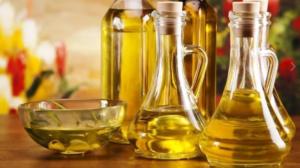 Рапсовое, подсолнечное и оливковое масла являются чистыми жирами и могут быть чудесными заменителями сливочного масла в выпечке. То, что им может не хватать во вкусе, они восполняют во влаге