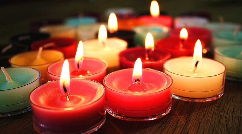 Оказывается, есть способ зажечь низенькие ароматические свечи без риска обжечься, который хозяйки могут взять себе на заметку